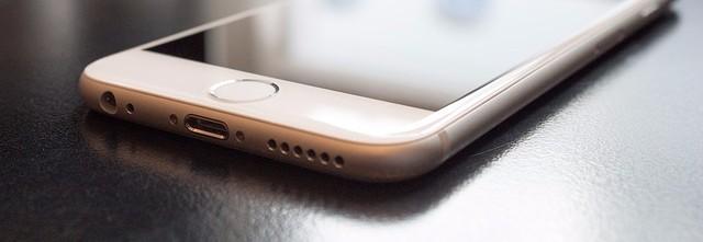 Smartphone Nahaufnahme: Verbindlichkeit bei der jungen Generation