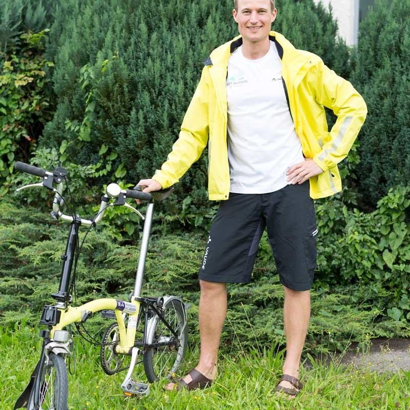 Junge Deutsche Simon Schnetzer mit Fahrrad ©philipherzhoff