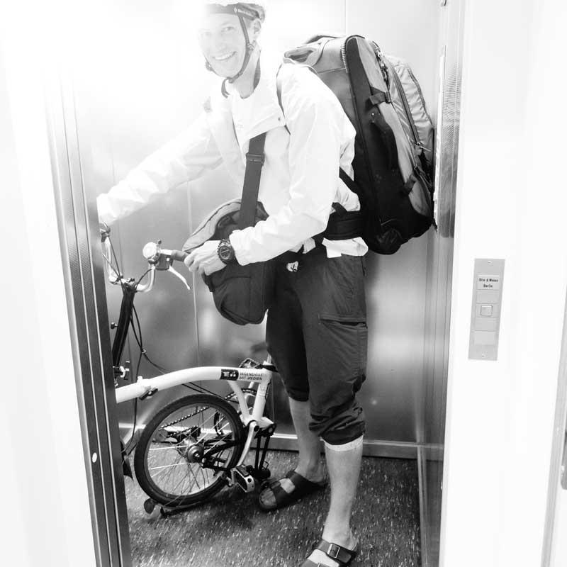 Simon Schnetzer Jugendforscher Studie JD16 KE Berlin Flixbus mit Rad ©simonschnetzer