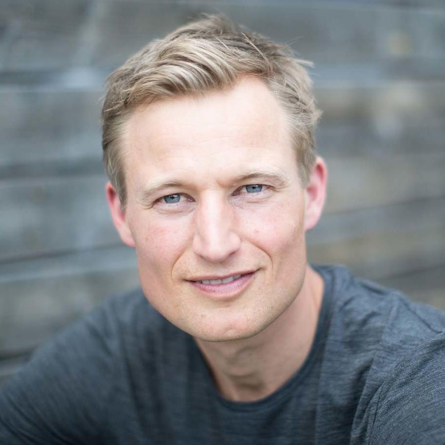Simon Schnetzer Portrait Close Up quer ©piomars