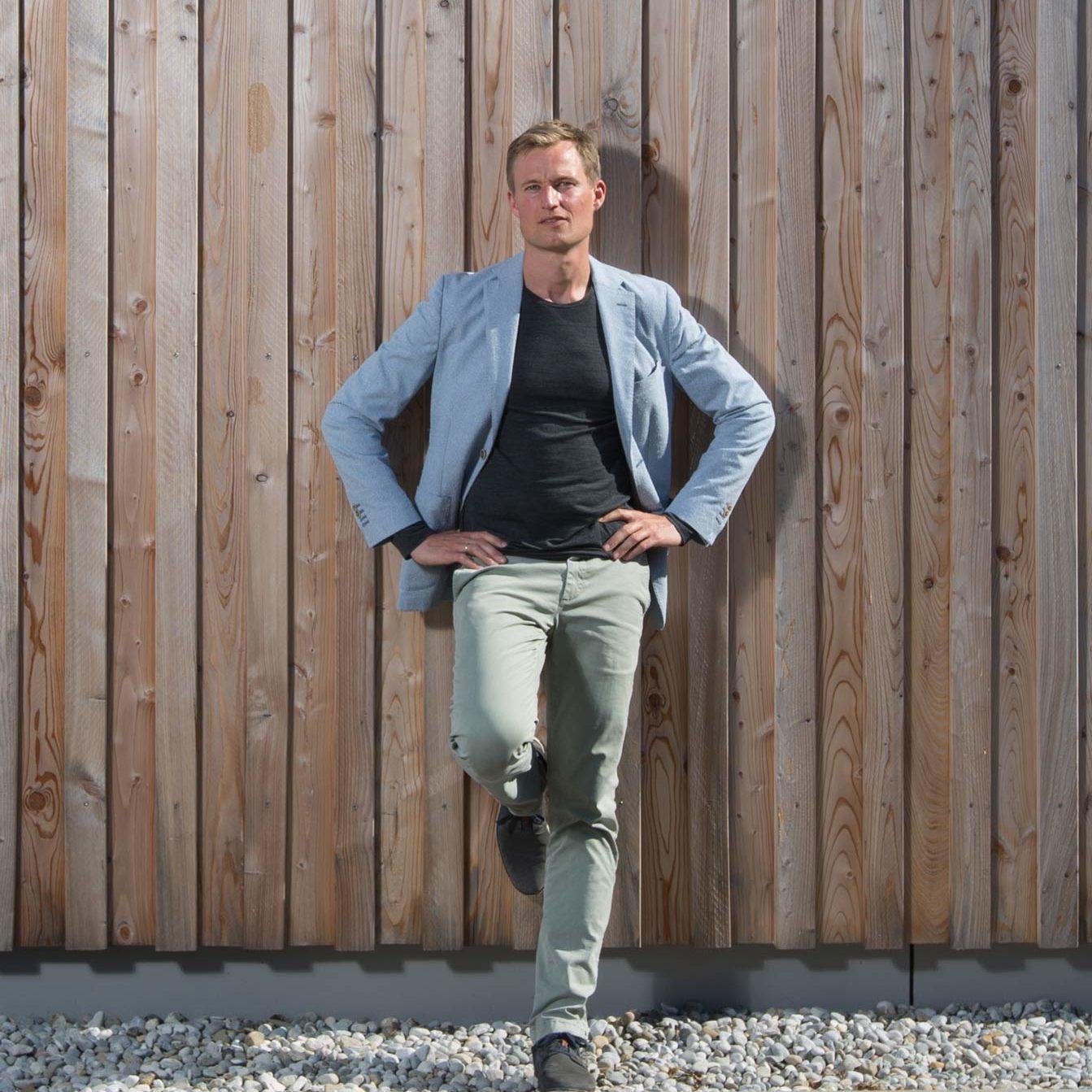 Simon Schnetzer Portrait Totale hoch ©piomars