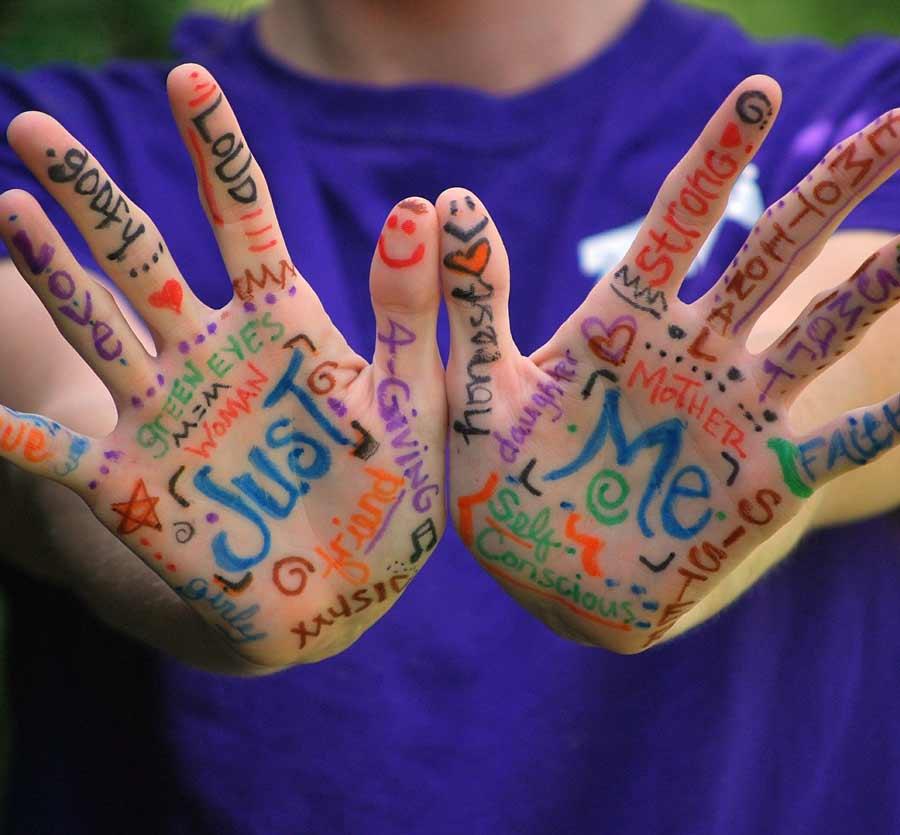Beschriebene Hände: Ich als Vorbild der Generation Z