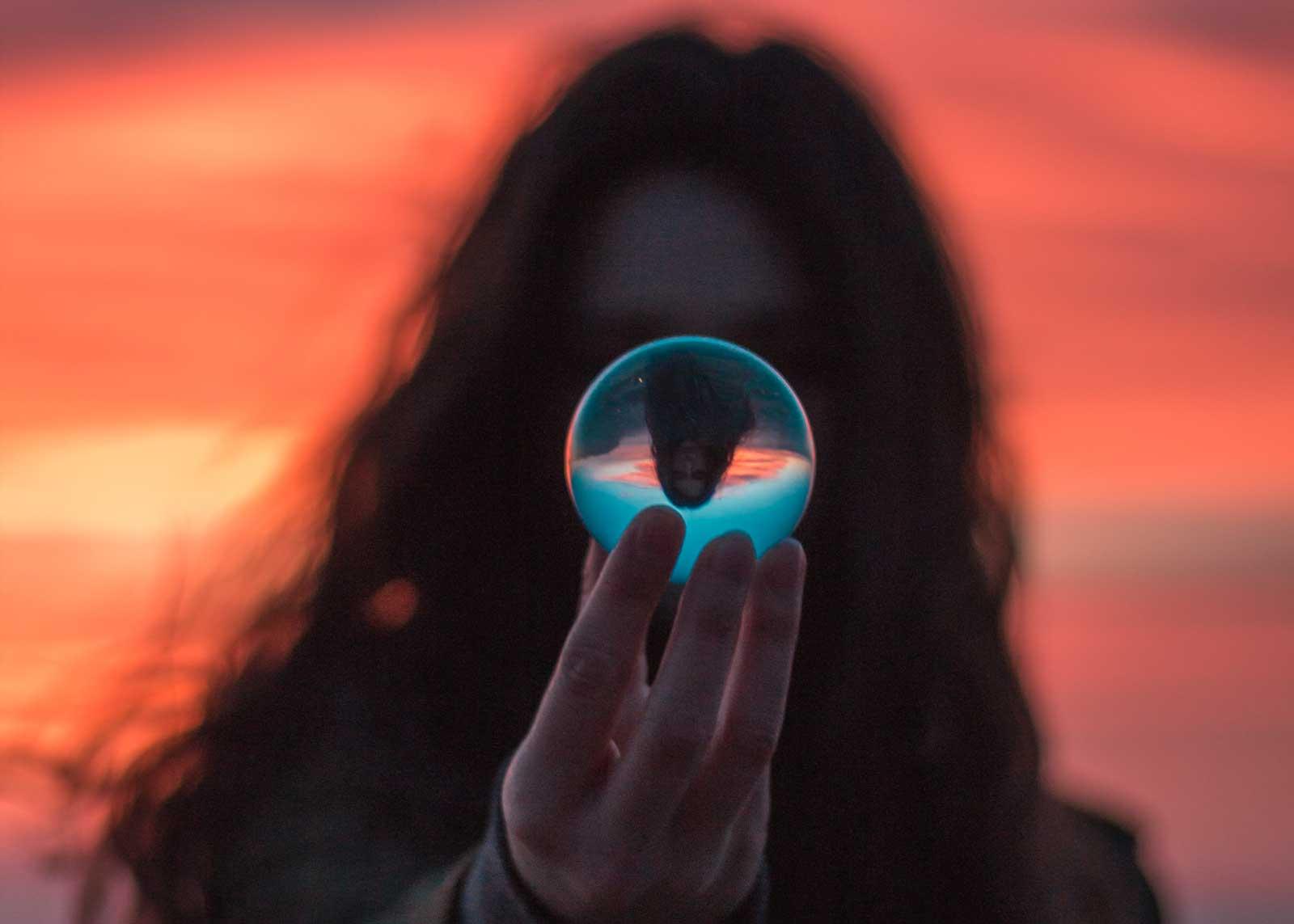 Junge Frau - Generation Z 2020: Was bringt die Zukunft?