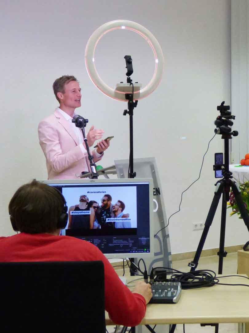 Simon Schnetzer in Mengen: Online-Vortrag in der Stadt Mengen