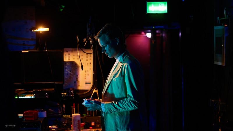 Hinter der Bühne Portrait Simon Schnetzer © Pio Mars